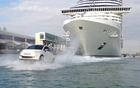 Fiat 500 amphibies escortant le MSC Divina