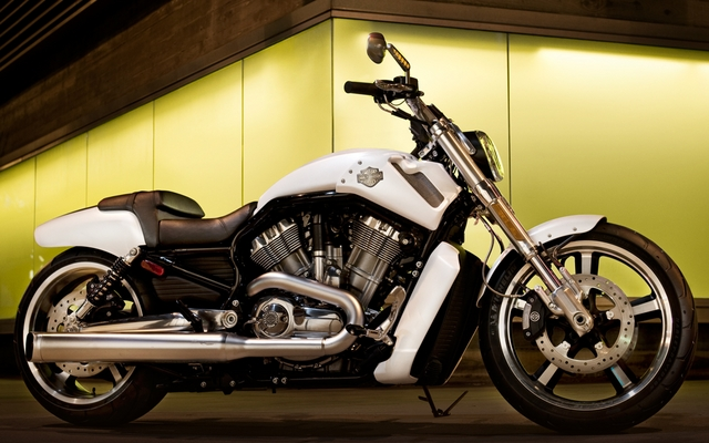 harley davidson v rod muscle 2015 essais nouvelles actualit s photos vid os et fonds d. Black Bedroom Furniture Sets. Home Design Ideas