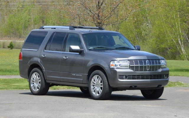 2013 lincoln navigator 4x4 vs 2013 cadillac escalade ext comparison the car guide. Black Bedroom Furniture Sets. Home Design Ideas