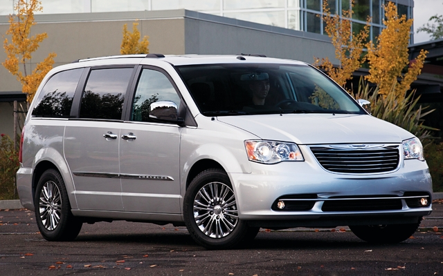 2013 Chrysler Town & Country - Tests, news, photos, videos and ...