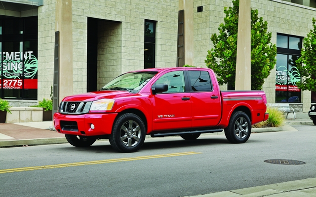 2013 nissan titan tests news photos videos and. Black Bedroom Furniture Sets. Home Design Ideas