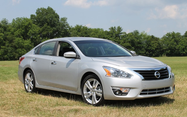 Pictures of 2014 Nissan Altima http://www.guideautoweb.com/en/makes/nissan/altima/