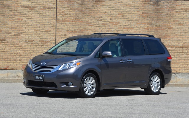 toyota sienna v6 7 places 2015 prix moteur sp cifications techniques compl tes le guide de. Black Bedroom Furniture Sets. Home Design Ideas